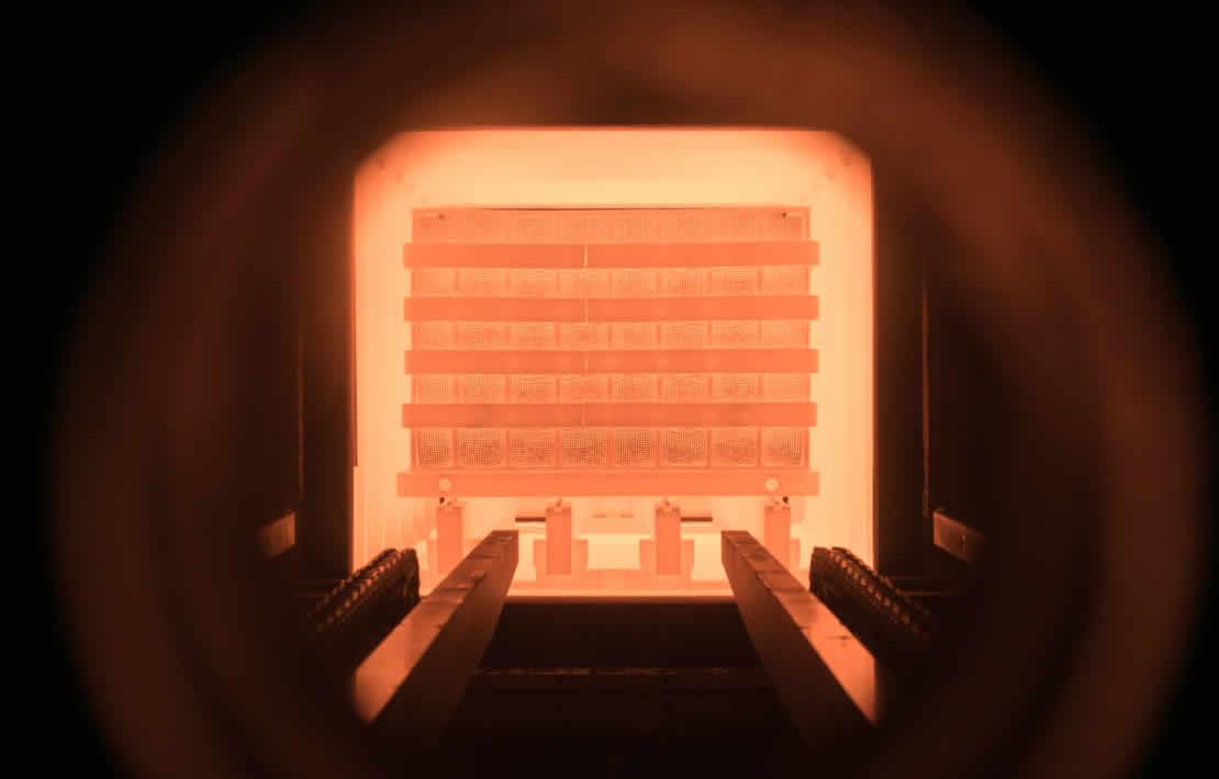 金属熱処理の炉